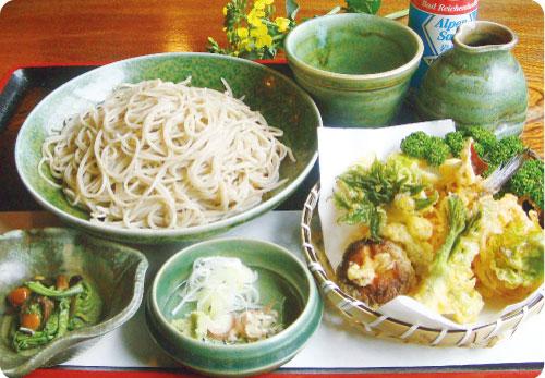 「山菜天ぷらそば」1,300円(4月末まで)