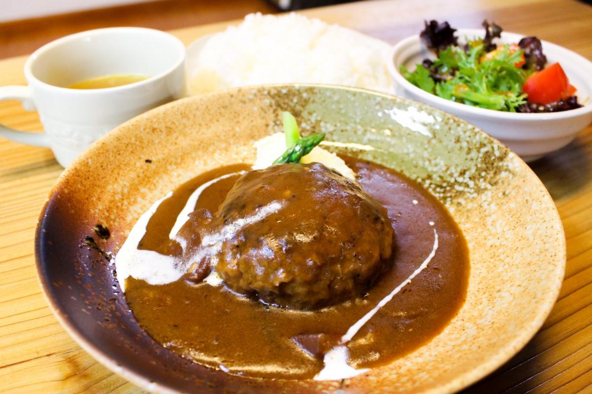【冬限定】ハンバーグシチュー1300円(税別) ライス、サラダ、スープ付き