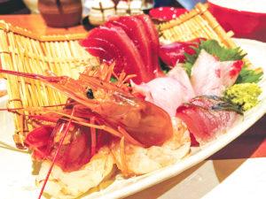 人気の刺身御膳ランチは、小鉢やデザートも付いて1,200円(税込)。